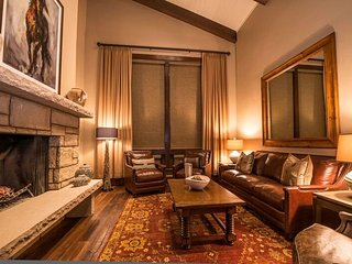 Gorgeous Ski-in/Ski-out 2Br Condo at the Lodge at Vail ~ RA133247