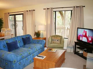 2 Bedroom * Pet Friendly * Single Level Villa & Easy Walk to the Beach!, Hilton Head
