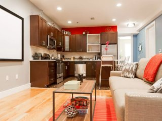 STUNNING LUXURY 2 BEDROOM -- NEAR TRAIN