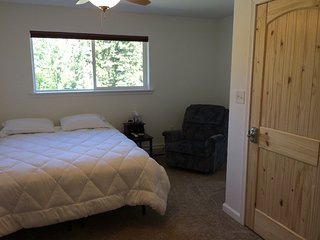 Bed and Breakfast in Kasilof - Little Bear's Cave Room