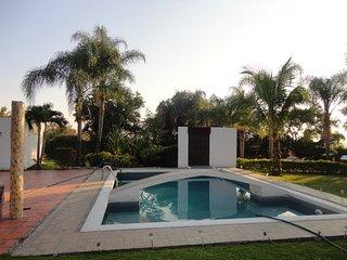 Magnífico lugar con jardínes alberca y habitaciones