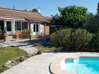 House in Velleron with pool