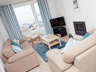 SeaCrest 1 - Contemporary Apartment Views over Porthmeor Beach Sleeps 6 Parking, St. Ives