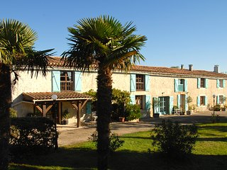 Domaine Saladry - Les Acacias 4 bedroom luxury Gite, Carcassone
