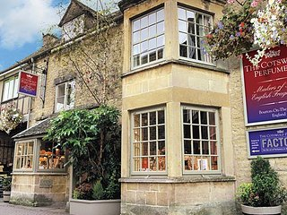 Stay at the Perfumery - Apartment One, Bourton-on-the-Water