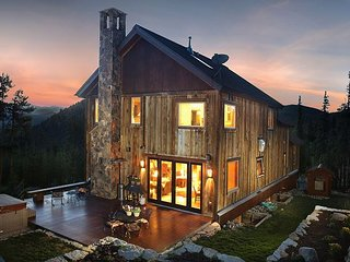 Beautiful Lodge features Stunning Panoramic Views & two free rounds of golf!, Breckenridge