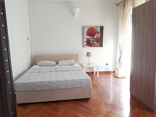 Red Appartment - Athens Center, 4 BD, 1 BATH