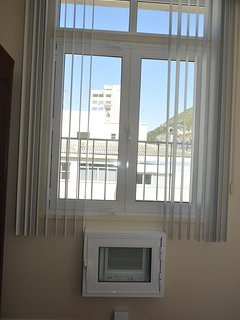 soundproof window and air condicioner