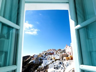 Big Blue villa in Oia