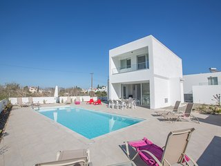 Kacey 5 bedroom villa in Protaras center