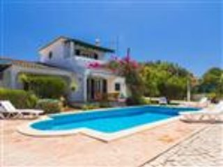 Traditional Portuguese House with Heated Pool, Almancil