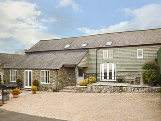 YSGUBOR, semi-detached, patios, WiFi, rural location, nr Llanfair Caereinion, Ref 947635