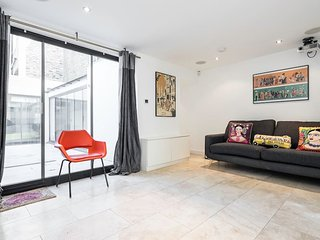2 Bed 2 Bath in Islington w/ Private Courtyard, London
