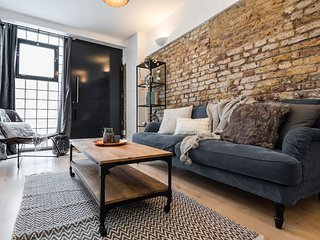 Designer 2 Bed House Over 2 Levels Near Borough