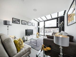 2 Bed 2 Bath Penthouse in Farringdon near Station, Londres