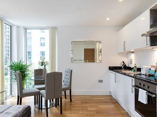 Newly-built 2 bed w/balcony in Canary Wharf