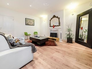 Large 2 Bed 2 Bath Flat in Maida Vale, Londen