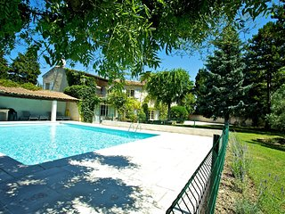 The Willow Tree Apartment, close to Avignon with shared use of heated pool