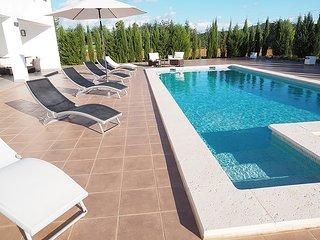Modern villa centre of Ibiza 15mins from Ibiza town, Playa Den Bossa & Talamanca