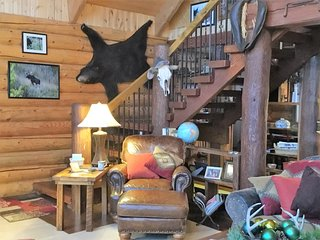"Mountainside Log ""Cabin""-3 Floors of Rustic/Luxurious Beds & Baths Above Valley, Livingston"