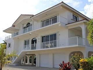 Beautiful Beachfront Home w/ 45' Dock, Marathon