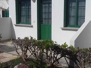One bedroom bungalow.Costa De Antigua. Caleta de fuste with  communial pool