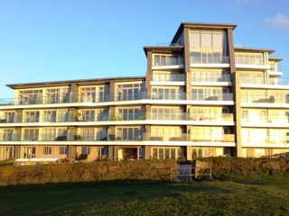 ONE Lusty Glaze Apartment 21 Stunning 2 bedroom groundfloor apartment, Newquay