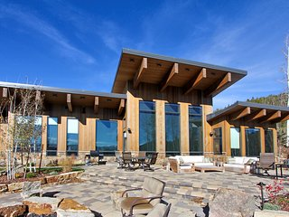 Rare Mountain Top Luxury Villa With Unbelievable Views - Hot Tub/WiFi/Fire Pit, Fraser