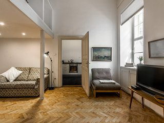 centrally located at andrassy ut, stunning bright tranquil apt - Studio Six