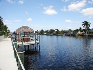 Waterfront- 3 blocks from the beach- PERFECT FOR LARGE GROUPS