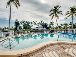 Condo Grand Marquis ~ 2 bdrm/2 bath ~ Available Season 2017, Cape Coral
