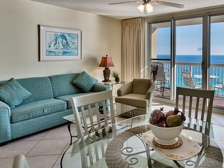 17th Floor Direct Beach Front at Pelican, Great Balcony View, Heated Pools, Wifi