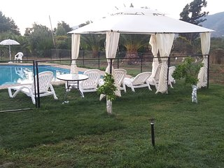 Cabañas san Miguel 2cabañas full equipadas, gran piscina cercada,  áreas verdes., Olmué