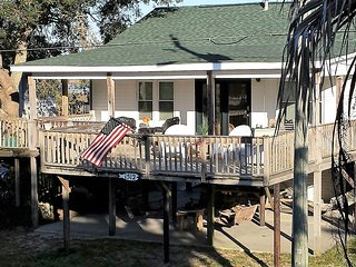 Best Location! 700 feet to deep water Folly River + 700 feet to waves on Beach!, Folly Beach