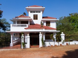 Villa on the hill in Candolim!!