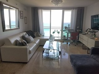 Luxury Ocean Front Condo with amazing views and private access to the Beach&Pool, Bal Harbour