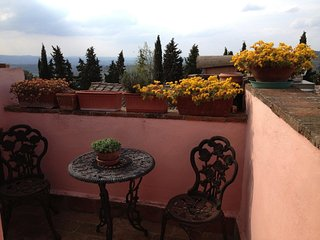 Tuscany Two-Bedroom Flat in Medieval Hill top Hamlet Panoramic Views