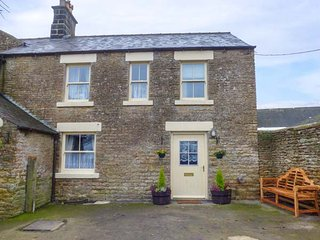 WYKEHAM GRANGE COTTAGE, woodburner, enclosed garden, pets welcome, near