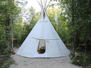 Large 4 season Tipi, Markdale