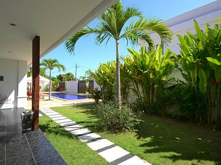 Quiet & Spacious: Apt Kuning :1 bed with shared pool: Cool Bali Villas