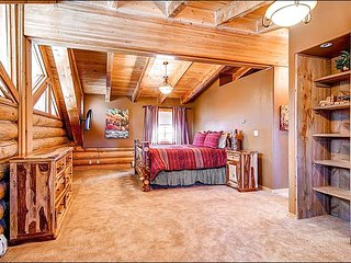 Rustic Log Home with Modern Amenities - Picturesque Mountain Setting (13533), Breckenridge