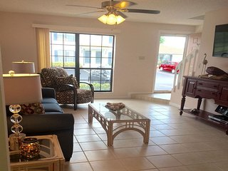 Immaculate Bright and Spotless Townhouse, Marco Island