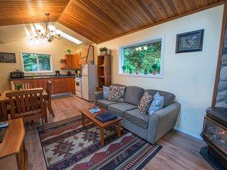 Living Room, Skylights, Fireplace, TV/DVD, Wifi