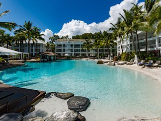 Oasis Beach Club 3322 - Waterfront Resort Spacious 2 Bedroom Apartment Sleeps