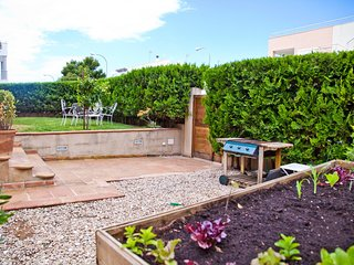 Casa jardín, cerca de la PLAYA, BBQ, Can Pastilla