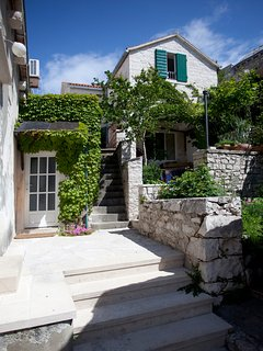 Front view, traditional stone house, house Tea, Pucisca, Brac Island