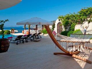 Villa Turquoise - 4 bedroom villa with panoramic views across Kalamar Bay