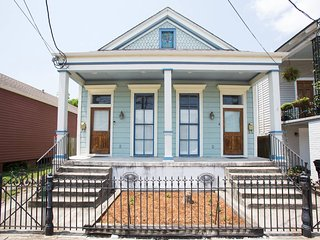 Spacious, Fully Furnished Lower Garden District Home--An Ideal Location!, New Orleans
