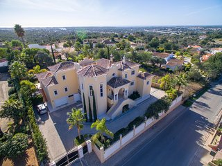 Charming Palatial Villa in Almancil Hills, Loule