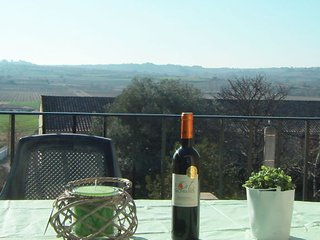 Les Ramparts French holiday gite in South France with amazing views sleeps 6, St Geniès de Fontédit